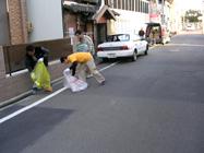 朝の清掃奉仕活動の様子2